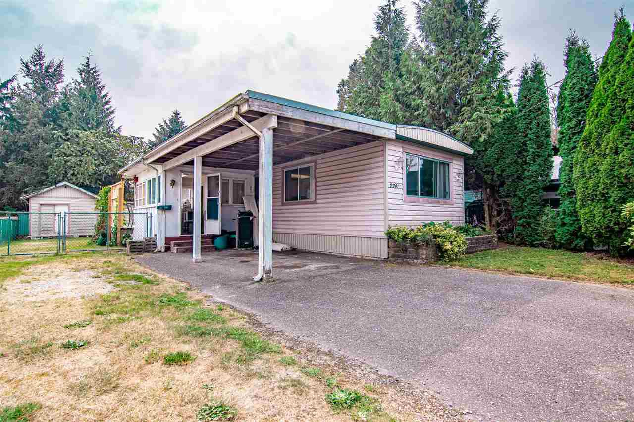 Main Photo: 2241 CRYSTAL Court in Abbotsford: Poplar Manufactured Home for sale : MLS®# R2501643
