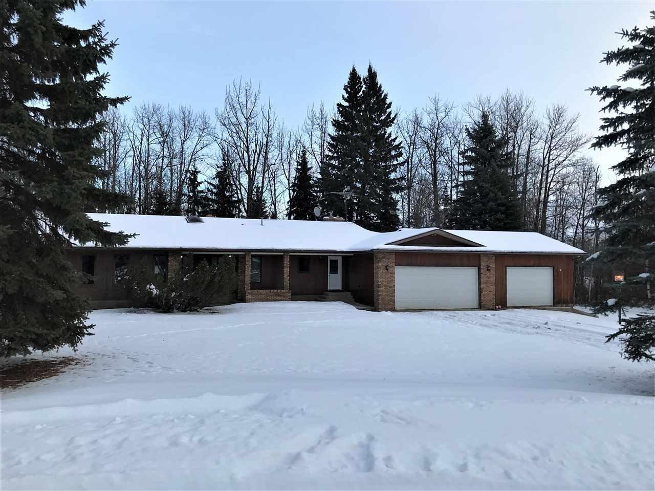Main Photo: 140 Lac Ste. Anne Trail: Rural Sturgeon County House for sale : MLS®# E4224197