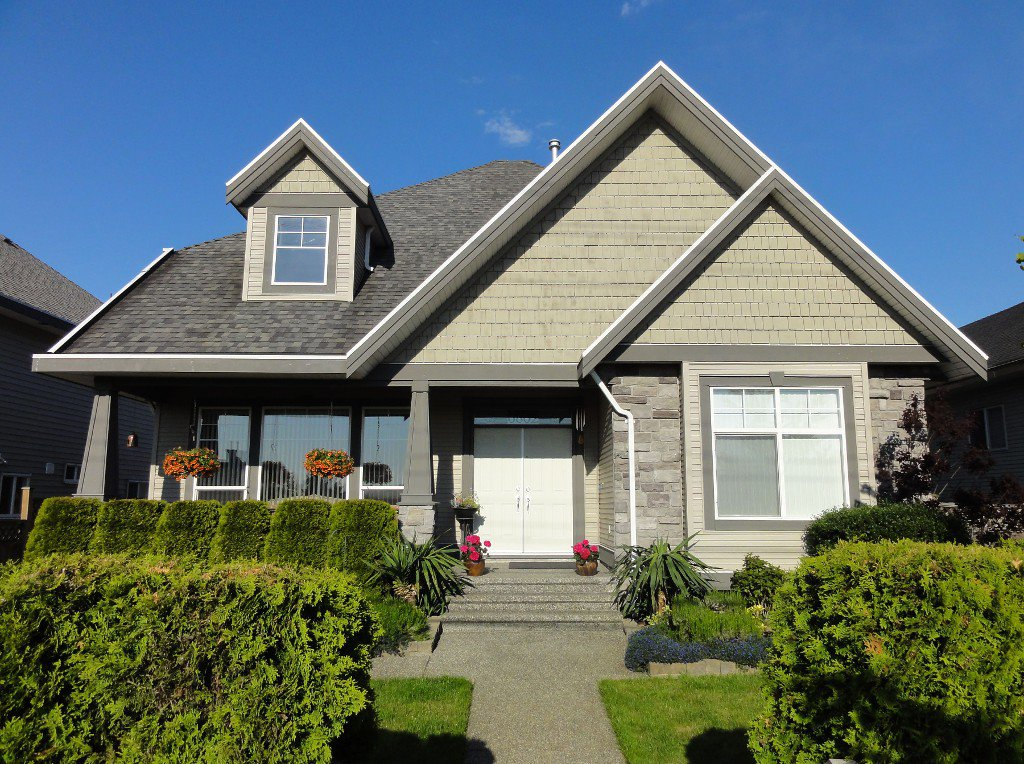 Main Photo: 6862 184TH Street in Surrey: Cloverdale BC House for sale (Cloverdale)  : MLS®# F1220686