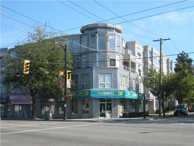 """Main Photo: PH1 418 E BROADWAY in Vancouver: Mount Pleasant VE Condo for sale in """"BROADWAY CREST"""" (Vancouver East)  : MLS®# V1022028"""