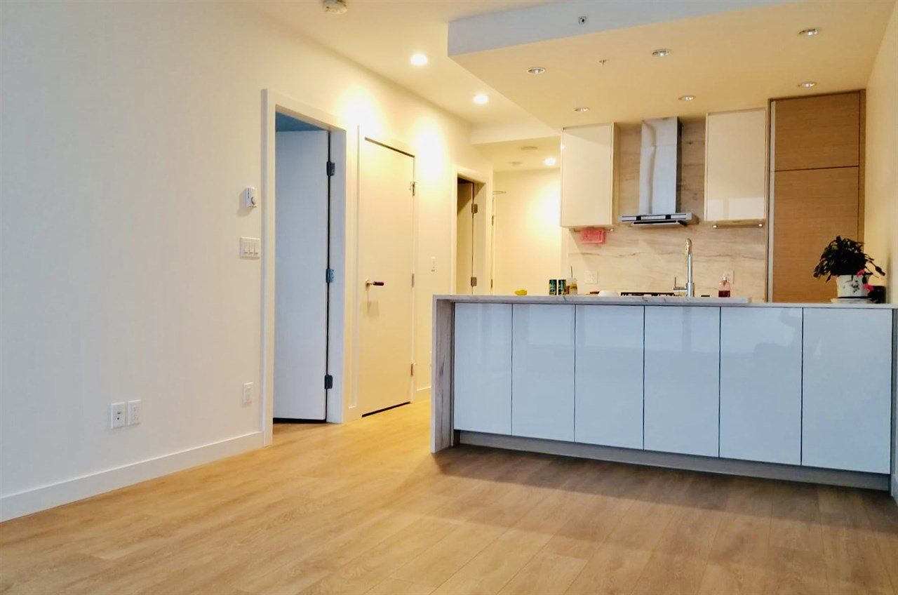 """Main Photo: 2701 4670 ASSEMBLY Way in Burnaby: Metrotown Condo for sale in """"STATION SQAURE"""" (Burnaby South)  : MLS®# R2401806"""