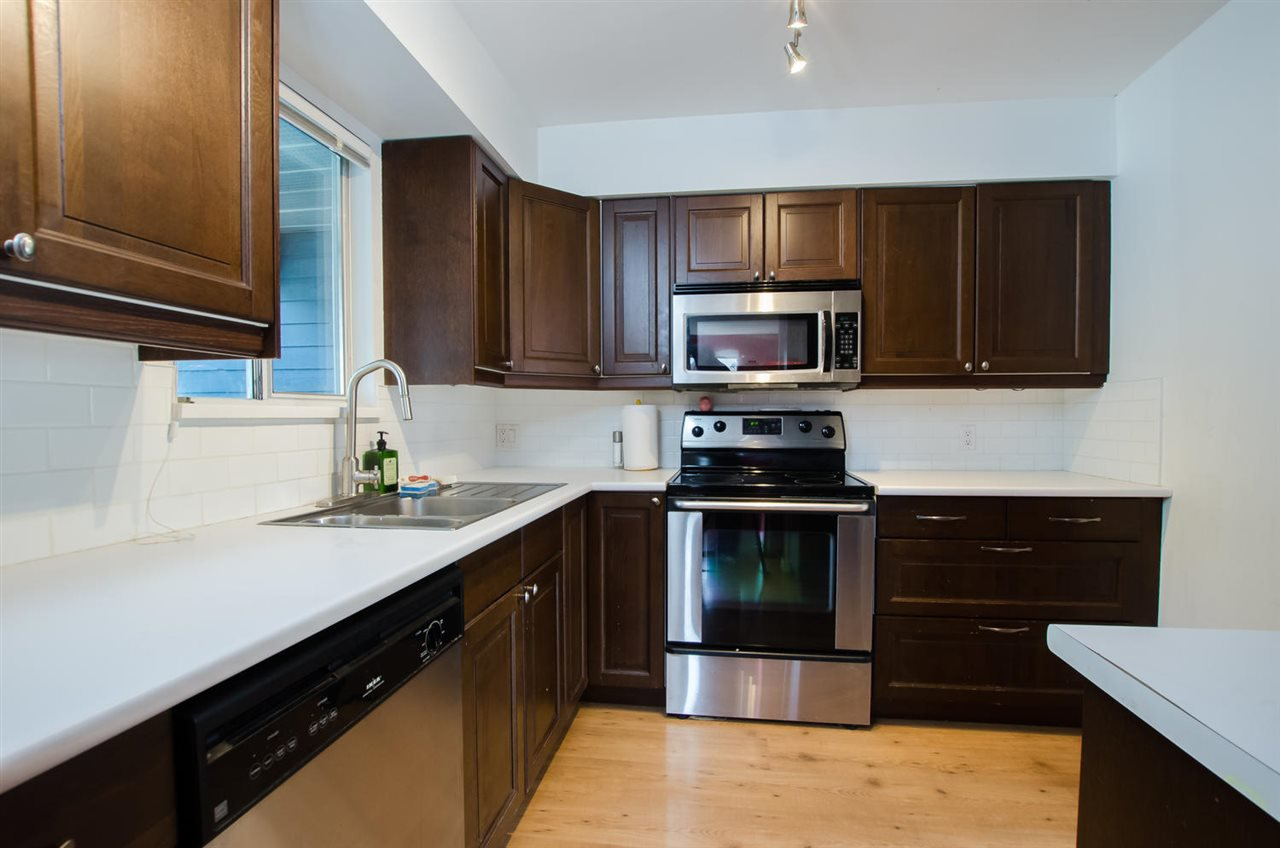 """Photo 8: Photos: 2309 RIVERWOOD Way in Vancouver: South Marine Townhouse for sale in """"Southshore"""" (Vancouver East)  : MLS®# R2410470"""