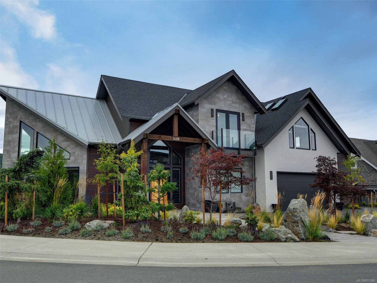 Main Photo: 1488 Pebble Pl in : La Bear Mountain House for sale (Langford)  : MLS®# 857886