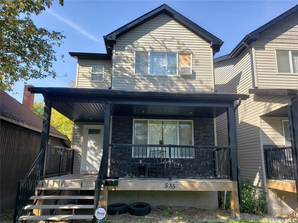 Main Photo: 535 L Avenue North in Saskatoon: Westmount Residential for sale : MLS®# SK792937