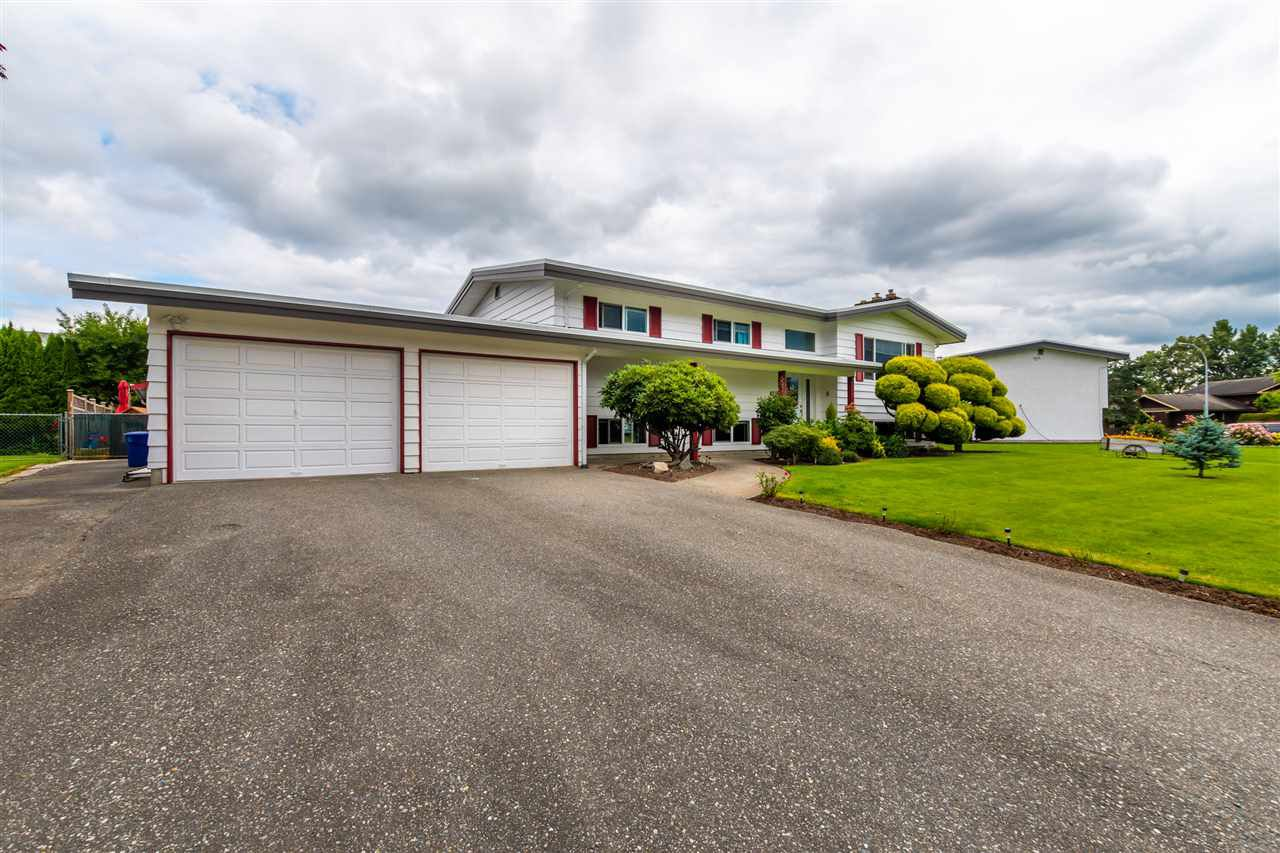 "Main Photo: 45907 LAKE Drive in Chilliwack: Sardis East Vedder Rd House for sale in ""SARDIS PARK"" (Sardis)  : MLS®# R2483921"