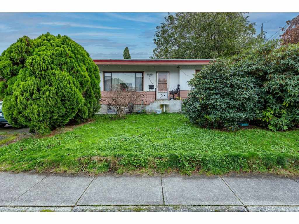 Main Photo: 45560 LEWIS Avenue in Chilliwack: Chilliwack N Yale-Well House for sale : MLS®# R2513245