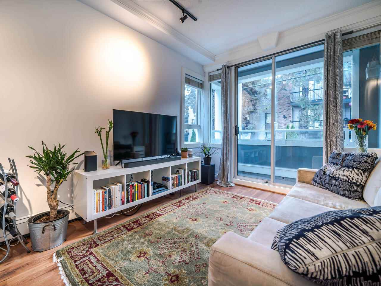 "Main Photo: 202 2036 YORK Avenue in Vancouver: Kitsilano Condo for sale in ""THE CHARLESTON"" (Vancouver West)  : MLS®# R2527836"