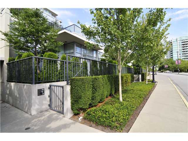 """Main Photo: 4 5168 KWANTLEN Street in Richmond: Brighouse Condo for sale in """"Seasons"""" : MLS®# V968168"""