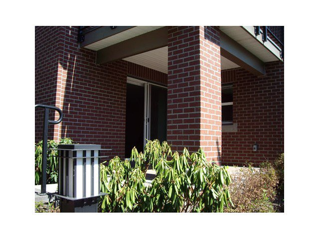 """Photo 9: Photos: 108 5889 IRMIN Street in Burnaby: Metrotown Condo for sale in """"MACHPERSON WALK EAST"""" (Burnaby South)  : MLS®# V969795"""