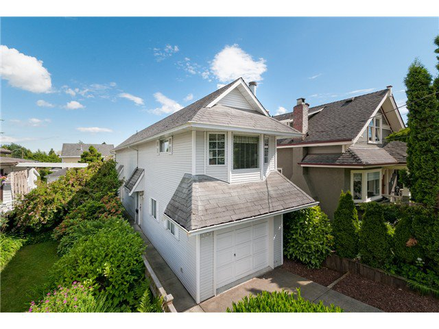 "Main Photo: 224 4TH Avenue in New Westminster: Queens Park House for sale in ""QUEEN'S PARK"" : MLS®# V1014040"