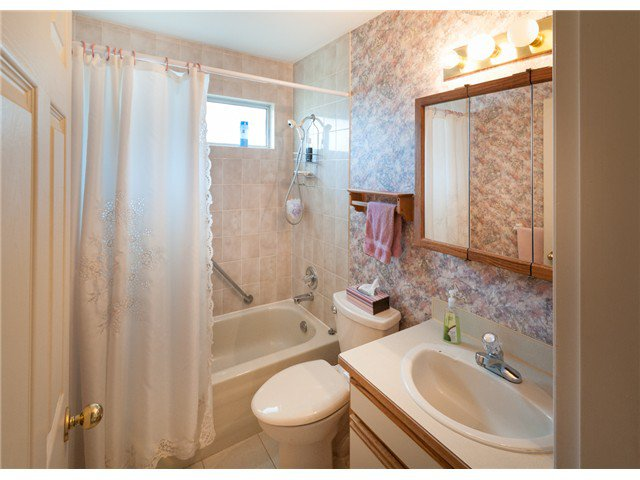 """Photo 13: Photos: 224 4TH AV in New Westminster: Queens Park House for sale in """"QUEEN'S PARK"""" : MLS®# V1014040"""
