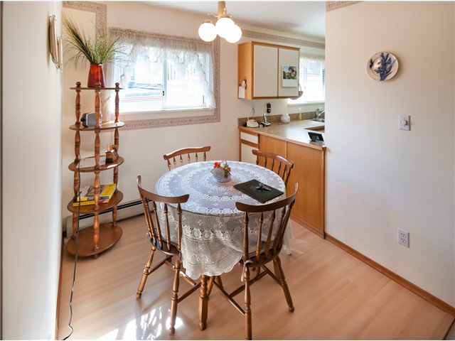 """Photo 9: Photos: 224 4TH AV in New Westminster: Queens Park House for sale in """"QUEEN'S PARK"""" : MLS®# V1014040"""
