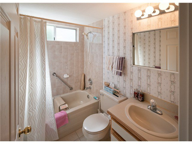 """Photo 12: Photos: 224 4TH AV in New Westminster: Queens Park House for sale in """"QUEEN'S PARK"""" : MLS®# V1014040"""