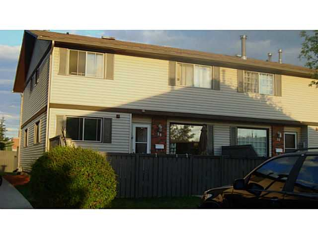 Main Photo: 18 740 BRACEWOOD Drive SW in CALGARY: Braeside_Braesde Est Townhouse for sale (Calgary)  : MLS®# C3586408