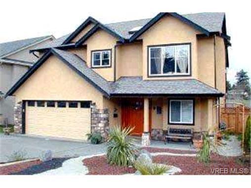 Main Photo: 4229 Oakview Pl in VICTORIA: SE Lambrick Park Single Family Detached for sale (Saanich East)  : MLS®# 305827