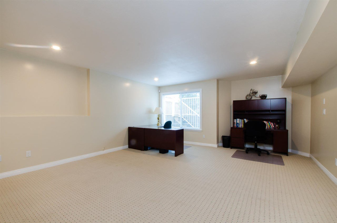 Photo 15: Photos: 18259 CLAYTONHILL DRIVE in Surrey: Cloverdale BC House for sale (Cloverdale)