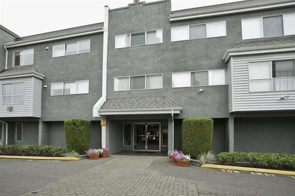 Main Photo: 105 5664 200 Street in Langley: Langley City Condo for sale : MLS®# R2019722