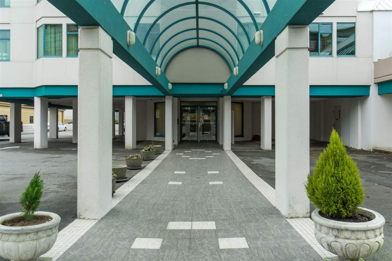 """Photo 2: Photos: 1202 32440 SIMON Avenue in Abbotsford: Abbotsford West Condo for sale in """"Trethewey Tower"""" : MLS®# R2441623"""