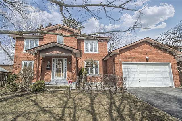 Main Photo: 6 Yulewood Gate in Toronto: Freehold for sale : MLS®# E4070263