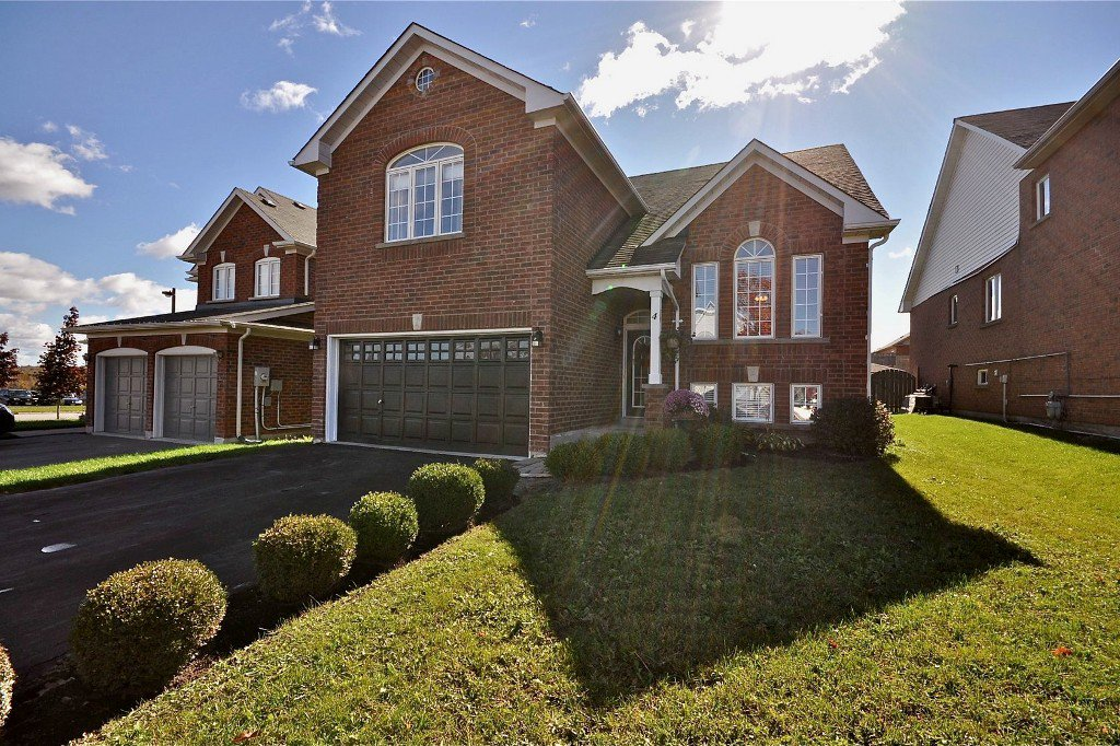 Main Photo: : Freehold for sale : MLS®# N2486808
