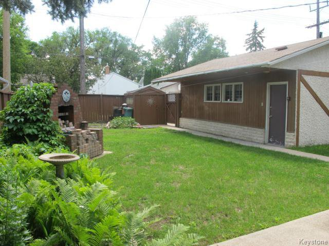 Photo 2: Photos:  in WINNIPEG: East Kildonan Residential for sale (North East Winnipeg)  : MLS®# 1416037