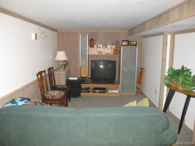 Photo 18: Photos:  in WINNIPEG: East Kildonan Residential for sale (North East Winnipeg)  : MLS®# 1416037