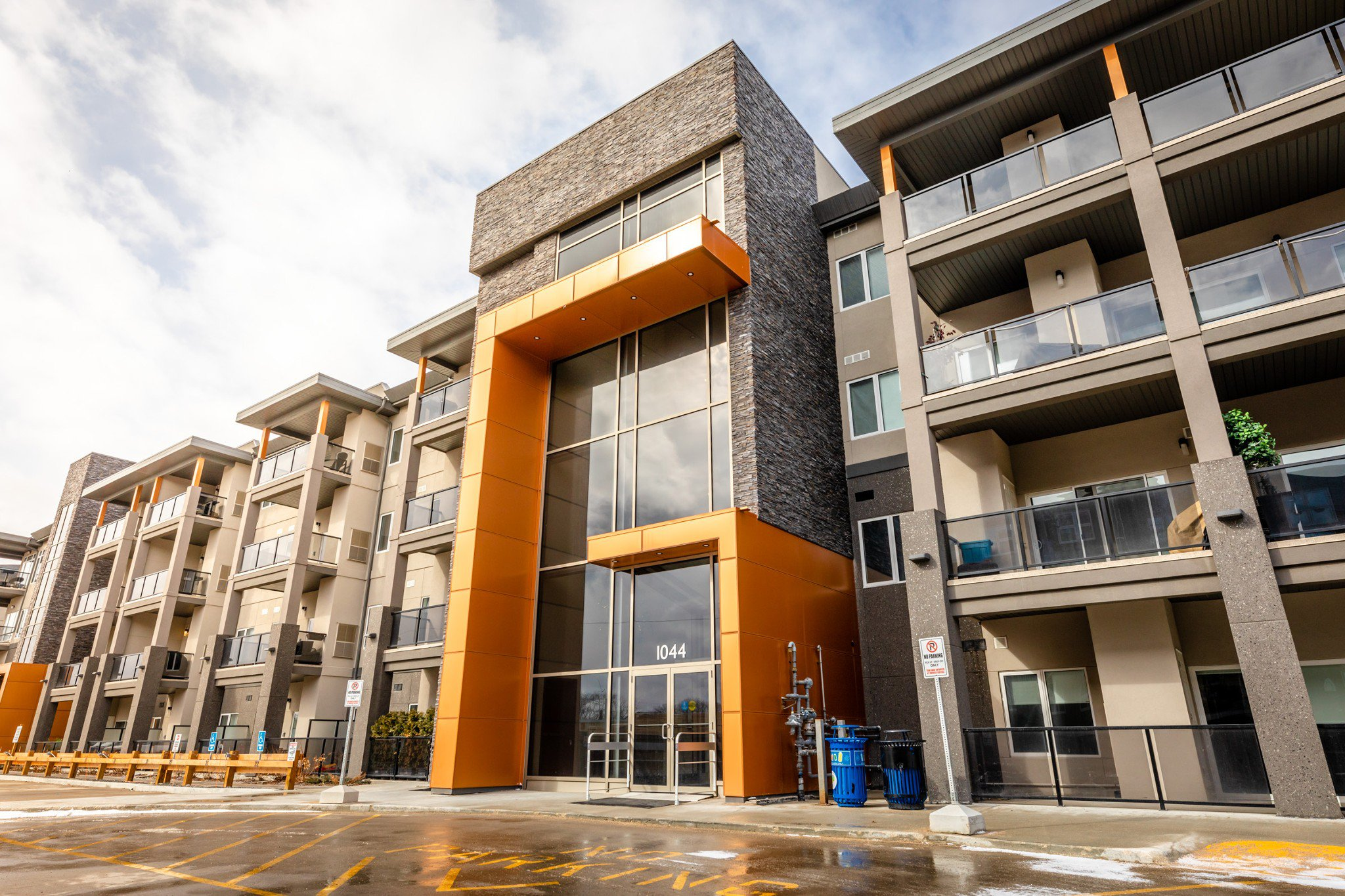 Main Photo: 216 1044 Wilkes Avenue in Winnipeg: Condominium for rent (Linden Woods)