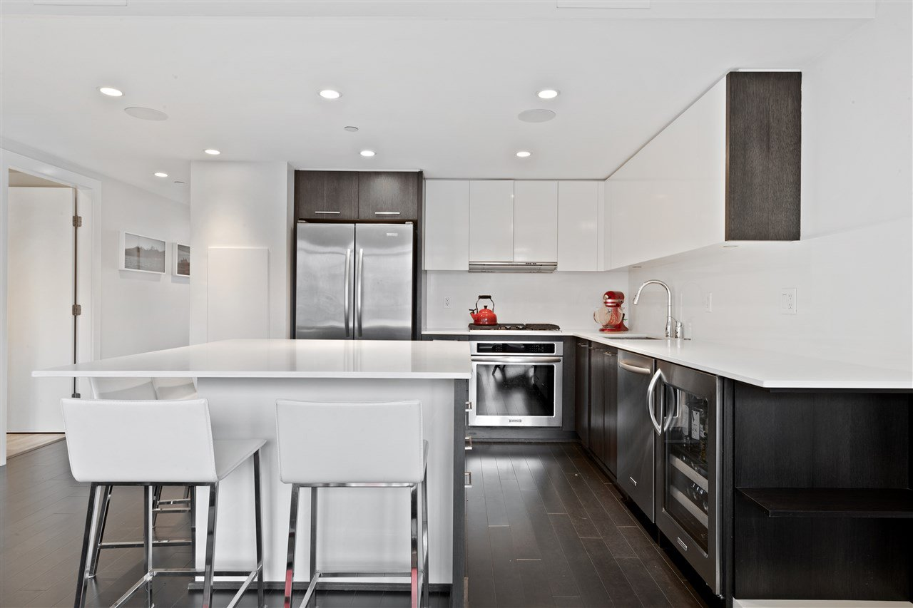 """Main Photo: 616 1372 SEYMOUR Street in Vancouver: Downtown VW Condo for sale in """"The Mark"""" (Vancouver West)  : MLS®# R2431692"""