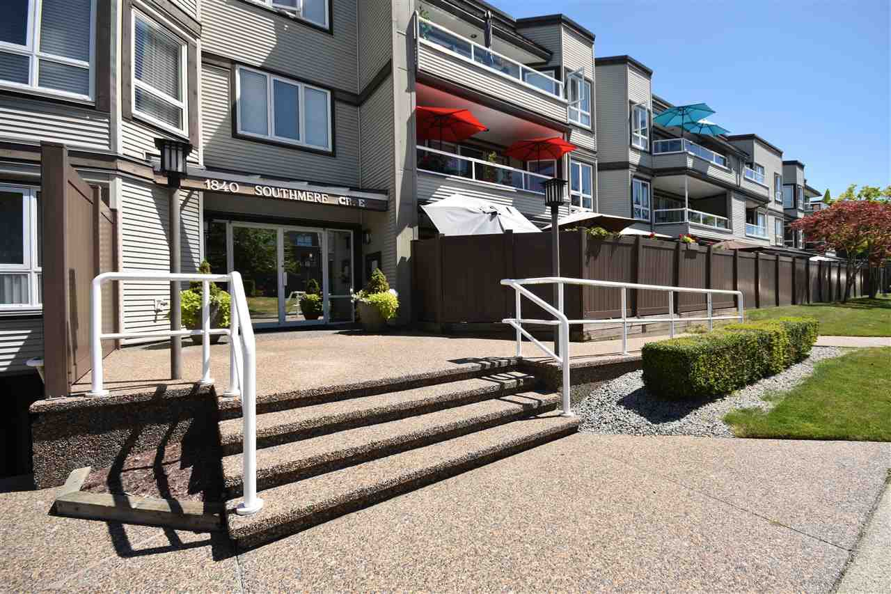 """Main Photo: 309 1840 E SOUTHMERE Crescent in Surrey: Sunnyside Park Surrey Condo for sale in """"SOUTHMERE MEWS"""" (South Surrey White Rock)  : MLS®# R2480167"""