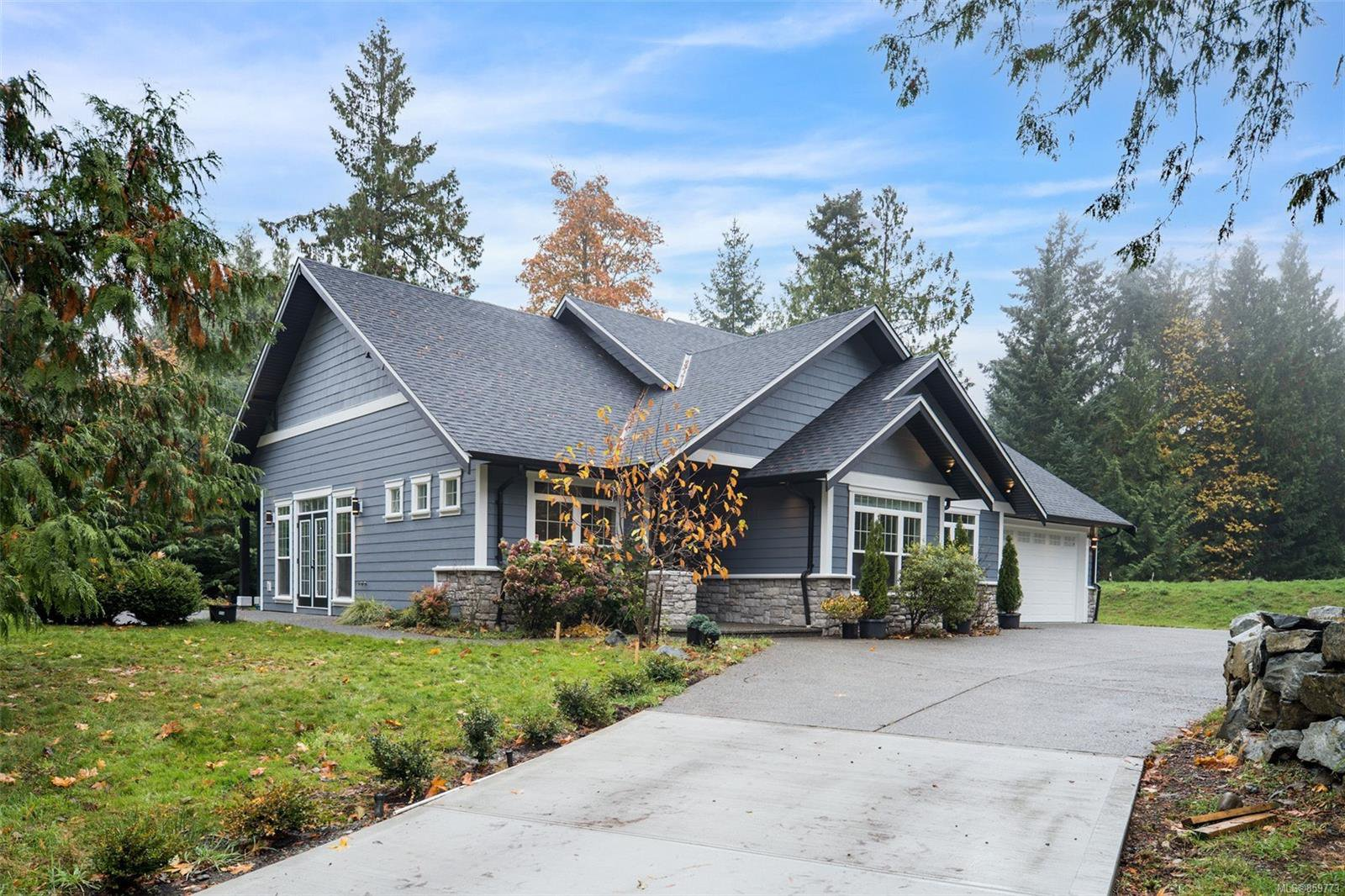 Main Photo: 2622 Treit Rd in : ML Shawnigan House for sale (Malahat & Area)  : MLS®# 859773