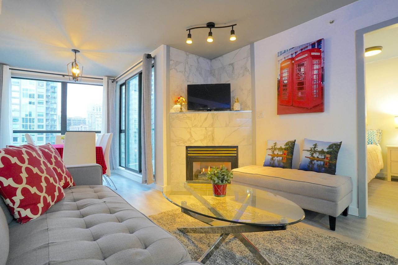 Main Photo: 1603 939 HOMER Street in Vancouver: Yaletown Condo for sale (Vancouver West)  : MLS®# R2525157