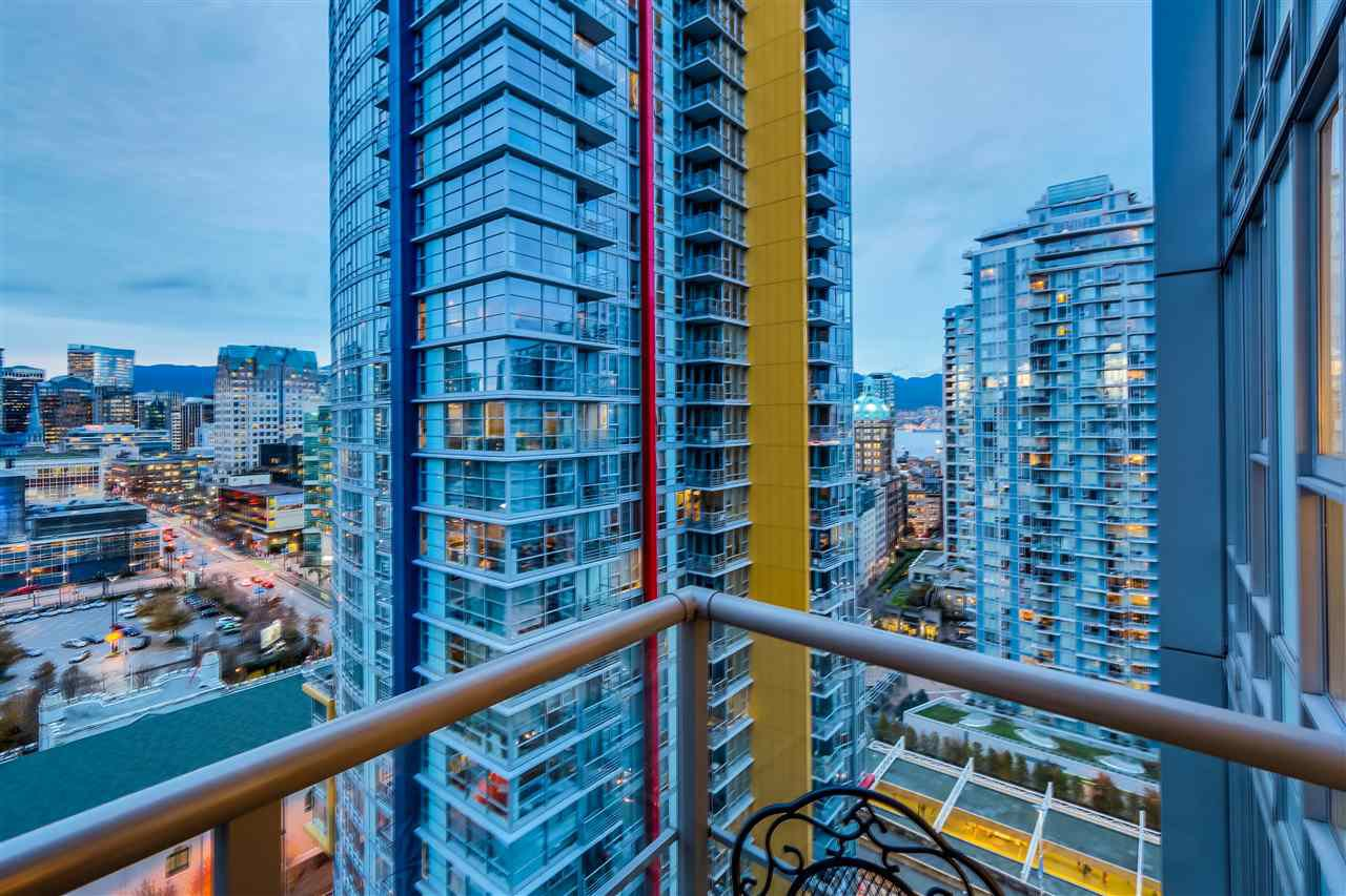 Main Photo: 2109 131 REGIMENT SQUARE in Vancouver: Downtown VW Condo for sale (Vancouver West)  : MLS®# R2014815