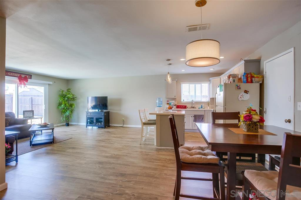 Main Photo: OCEANSIDE House for sale : 4 bedrooms : 5120 Francis St