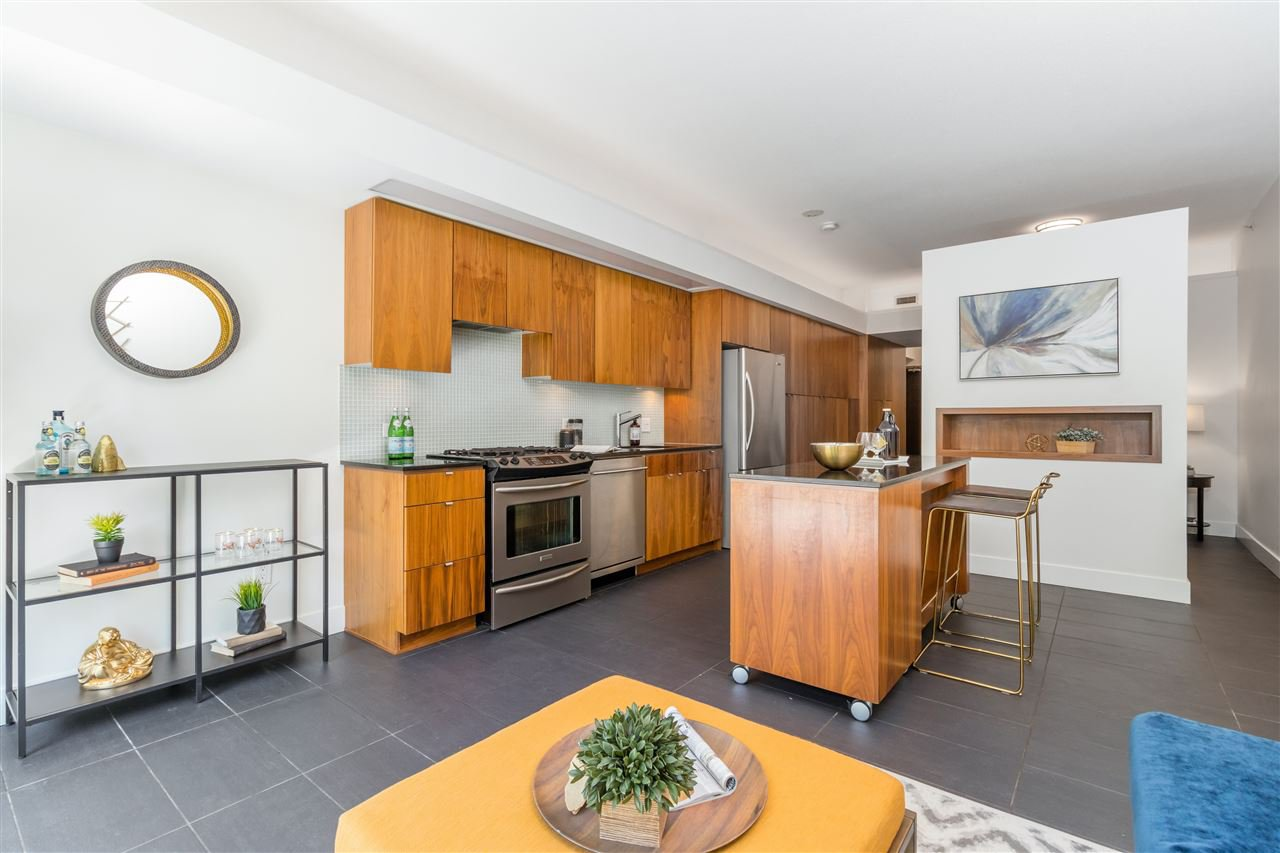 "Main Photo: 207 33 W PENDER Street in Vancouver: Downtown VW Condo for sale in ""33 Living"" (Vancouver West)  : MLS®# R2495169"