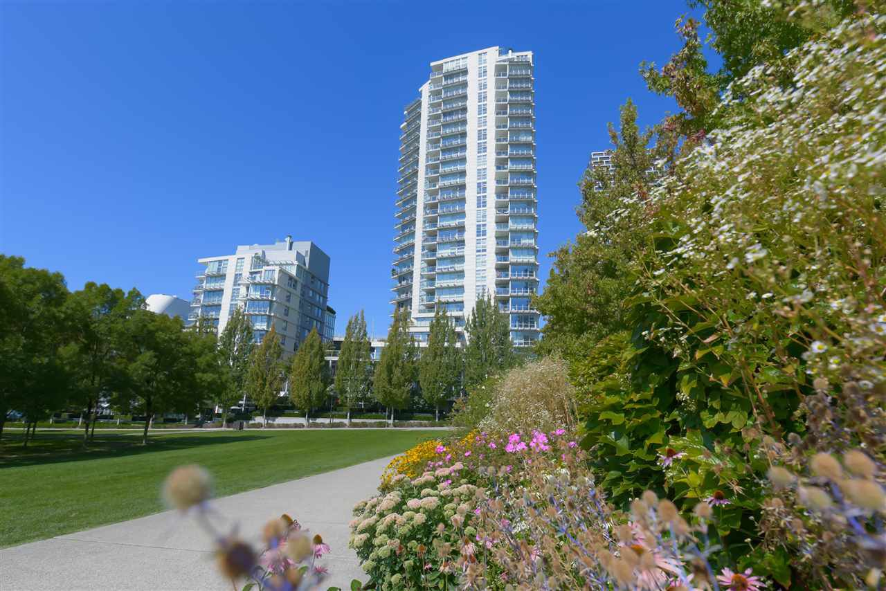 """Main Photo: 306 638 BEACH Crescent in Vancouver: Yaletown Condo for sale in """"ICON"""" (Vancouver West)  : MLS®# R2505889"""