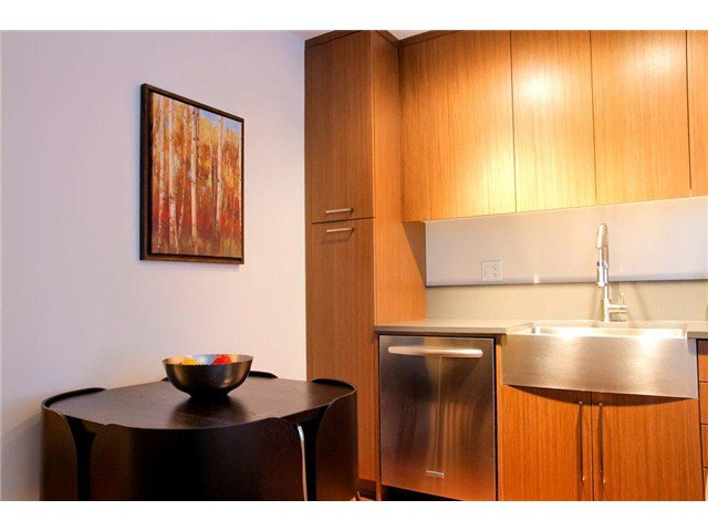 Photo 5: Photos: 711 251 E 7TH Avenue in Vancouver: Mount Pleasant VE Condo for sale (Vancouver East)  : MLS®# V983048