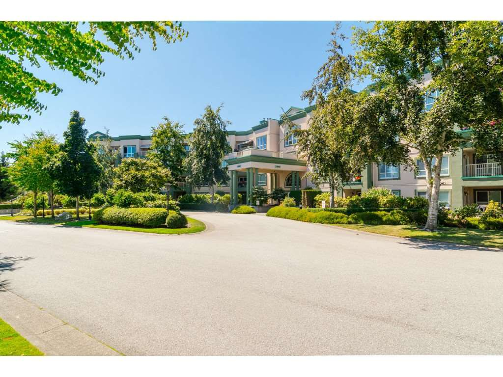 """Main Photo: 225 13880 70 Avenue in Surrey: East Newton Condo for sale in """"Chelsea Gardens- The Windsor Building"""" : MLS®# R2398385"""