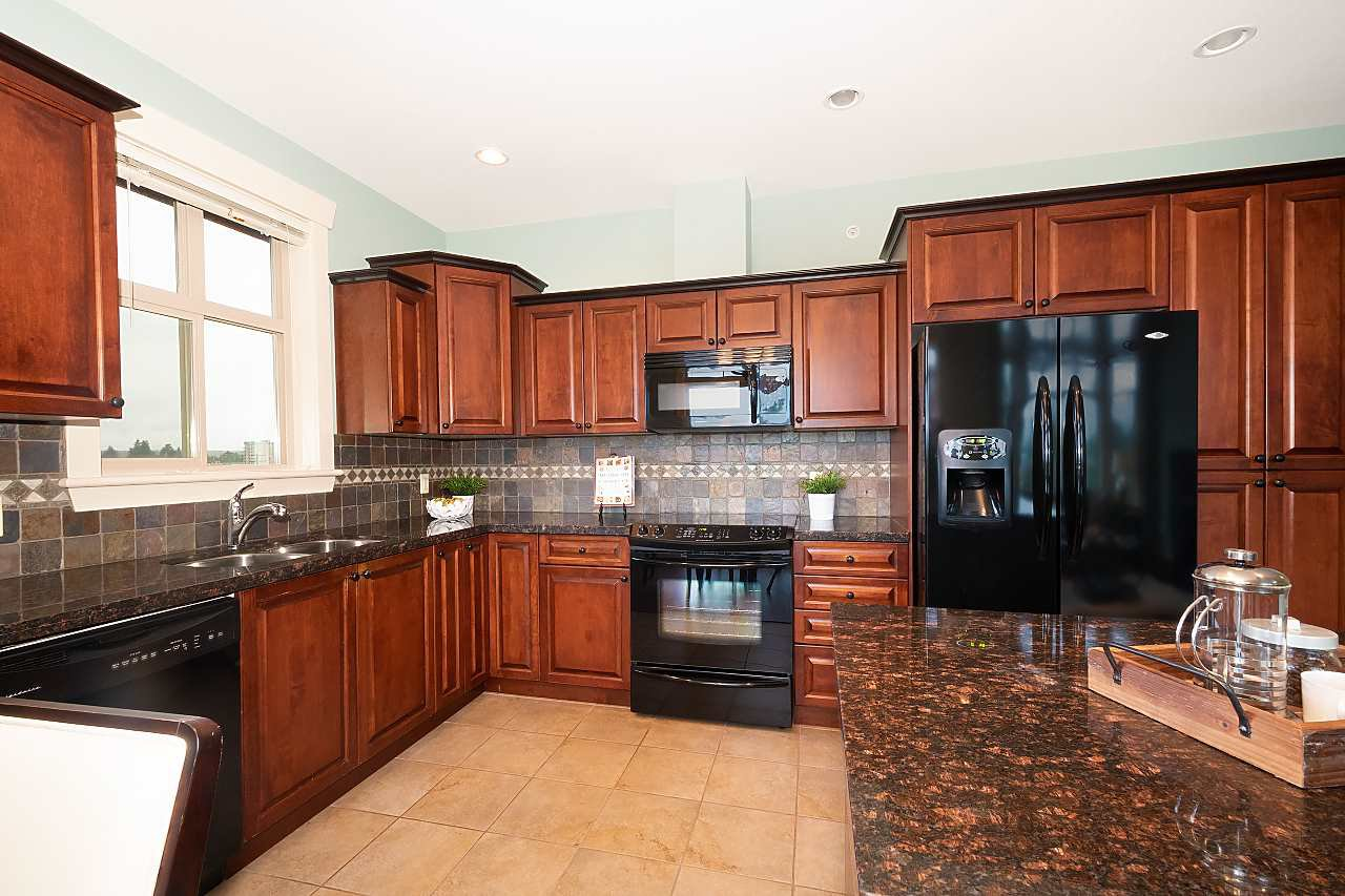 """Photo 13: Photos: 402 46021 SECOND Avenue in Chilliwack: Chilliwack E Young-Yale Condo for sale in """"THE CHARLESTON"""" : MLS®# R2406123"""