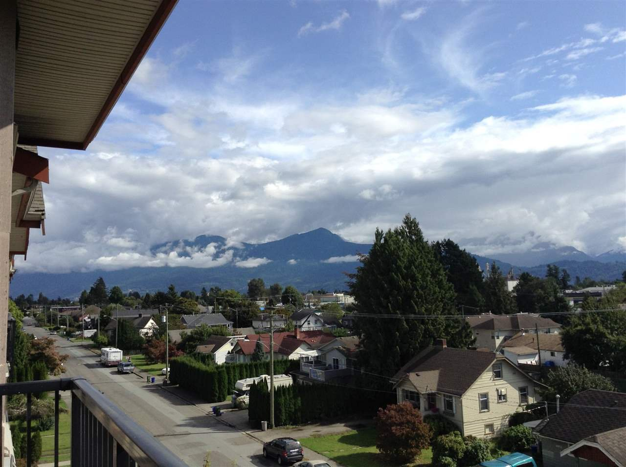 """Photo 2: Photos: 402 46021 SECOND Avenue in Chilliwack: Chilliwack E Young-Yale Condo for sale in """"THE CHARLESTON"""" : MLS®# R2406123"""