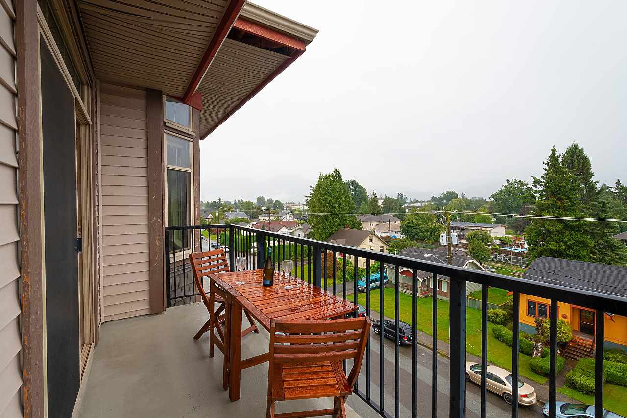 """Photo 10: Photos: 402 46021 SECOND Avenue in Chilliwack: Chilliwack E Young-Yale Condo for sale in """"THE CHARLESTON"""" : MLS®# R2406123"""