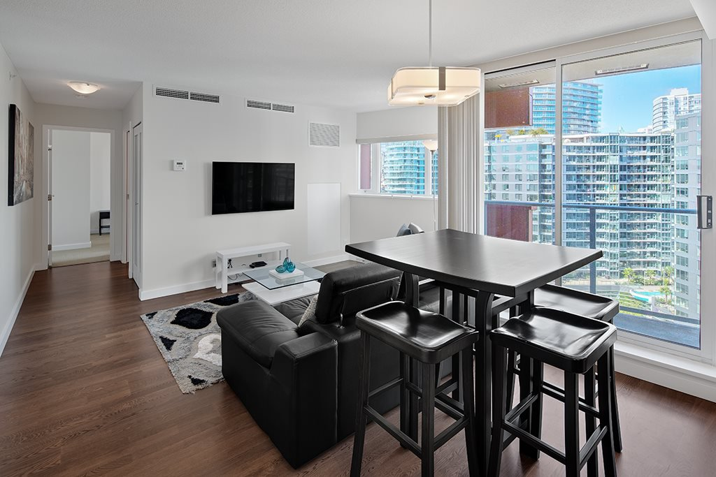 Main Photo: 1801 918 COOPERAGE WAY in Vancouver: Yaletown Condo for sale (Vancouver West)  : MLS®# R2502607