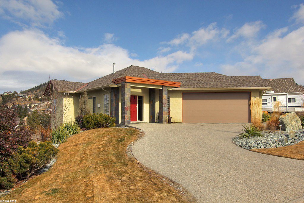 Main Photo: 2120 Chilcotin Crescent in Kelowna: Residential Detached for sale : MLS®# 10042998