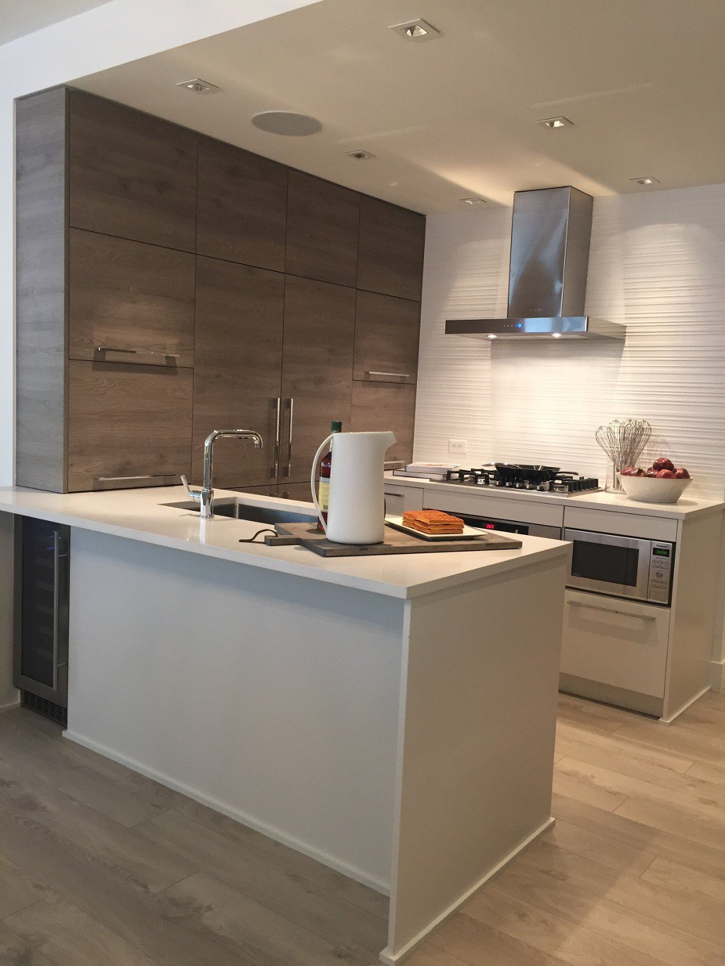 Main Photo: 711 7388 Kingsway in Burnaby: Condo for sale (Burnaby East)