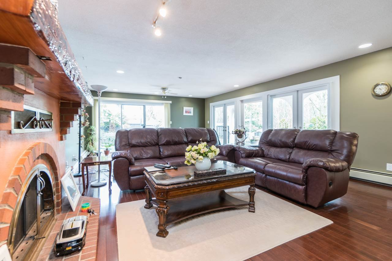 Photo 5: Photos: 6397 CAULWYND PLACE in Burnaby: South Slope House for sale (Burnaby South)  : MLS®# R2244877