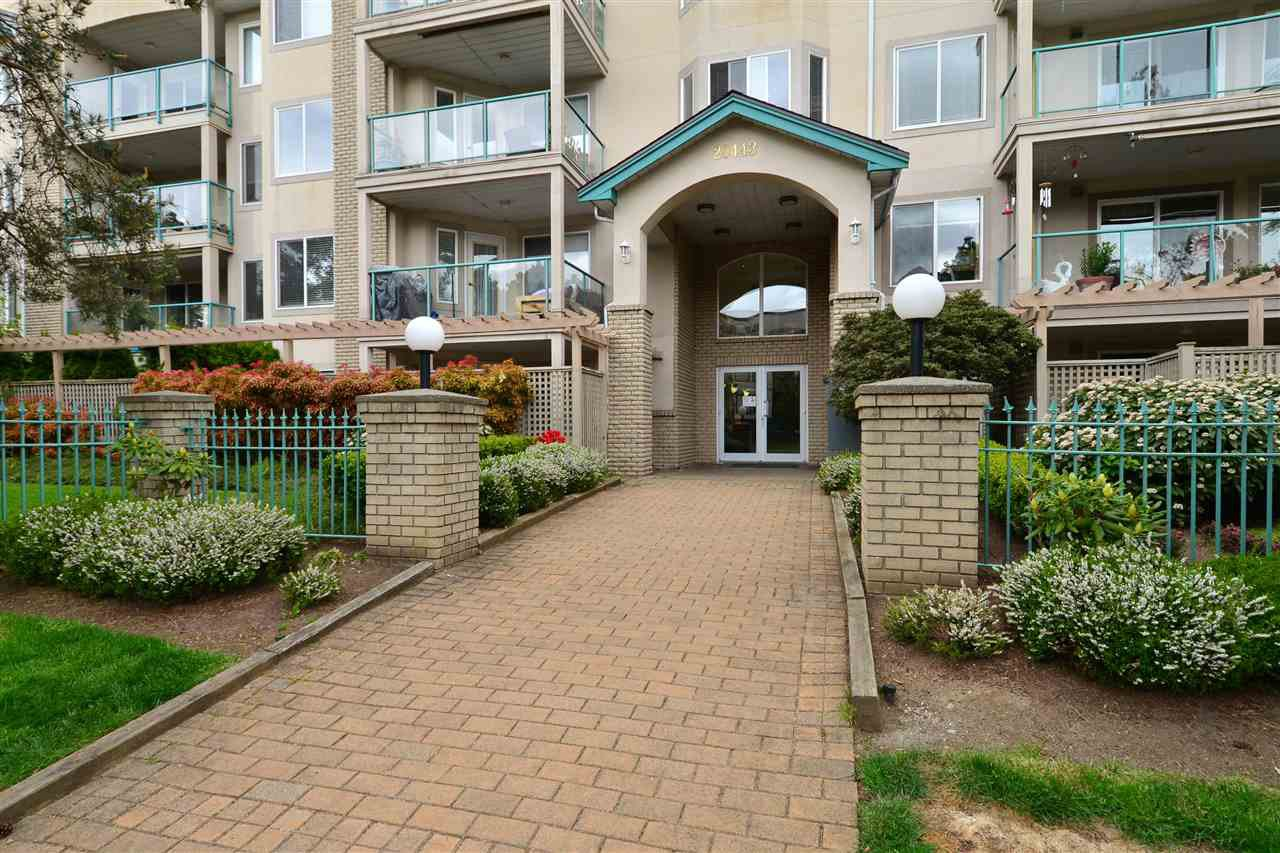 "Main Photo: 104 20443 53RD Avenue in Langley: Langley City Condo for sale in ""Countryside Estates"" : MLS®# R2415848"