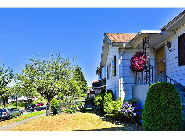 Main Photo: 2520 E 28TH AV in Vancouver: Collingwood VE House for sale (Vancouver East)  : MLS®# V1138108