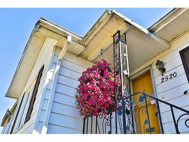 Photo 17: Photos: 2520 E 28TH AV in Vancouver: Collingwood VE House for sale (Vancouver East)  : MLS®# V1138108