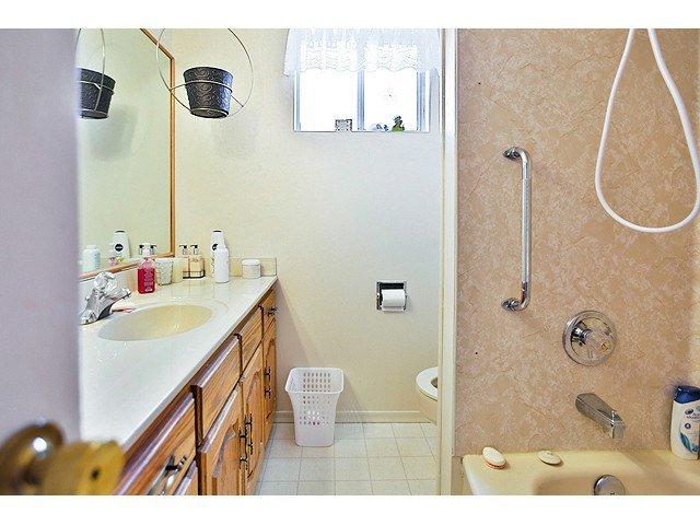 Photo 11: Photos: 2520 E 28TH AV in Vancouver: Collingwood VE House for sale (Vancouver East)  : MLS®# V1138108