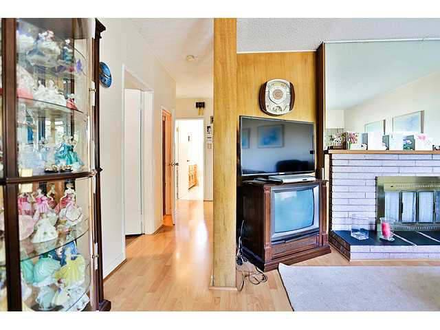 Photo 9: Photos: 2520 E 28TH AV in Vancouver: Collingwood VE House for sale (Vancouver East)  : MLS®# V1138108