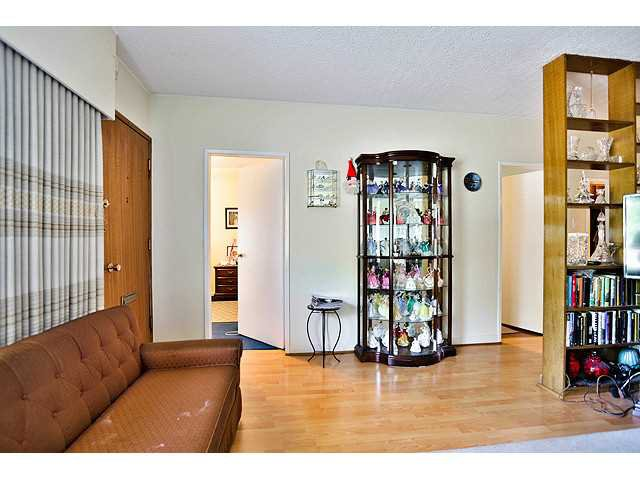 Photo 8: Photos: 2520 E 28TH AV in Vancouver: Collingwood VE House for sale (Vancouver East)  : MLS®# V1138108